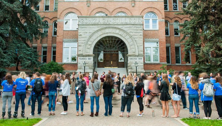 Students, Faculty and Staff welcome new students at Gonzaga's Welcome Walk