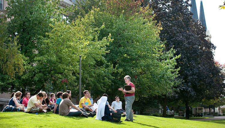 Summer Session class held outside of College Hall