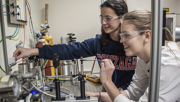 Mechanical Engineering students work in a lab
