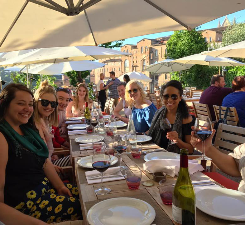 Gonzaga Law students dining in Florence, Italy