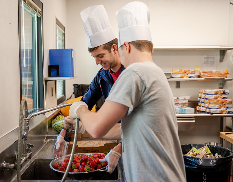 Gonzaga students campus kitchen