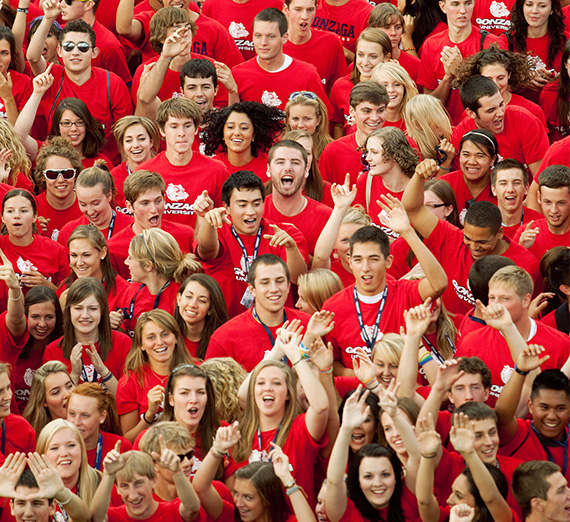 A crowd of new Gonzaga students wear matching t-shirts at Fall Orientation
