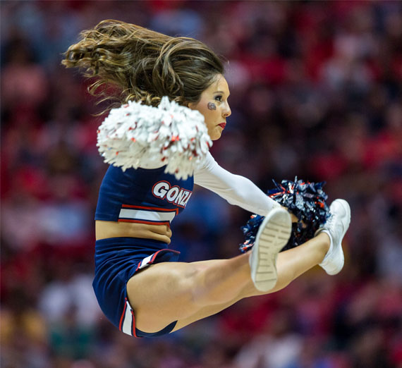 gonzaga cheerleader jumping
