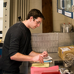 An engineering student works in the SEAS lab