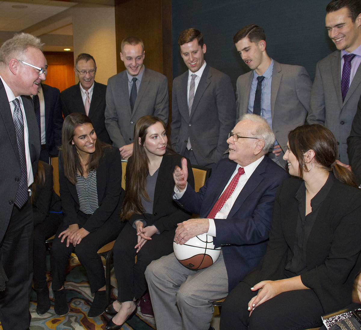 Gonzaga faculty and students with Warren Buffett on Friday, Oct. 20. (Photo courtesy VJ Wham Photography)