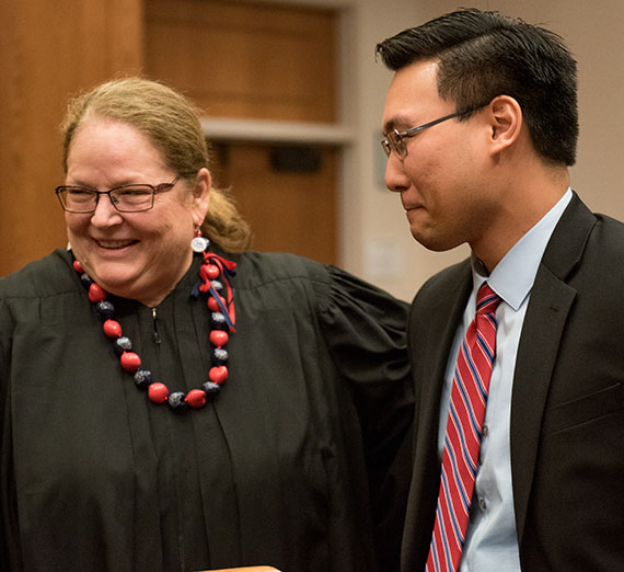 Finalist Matthew Ishihara speaks with State Supreme Court Chief Justice Mary E. Fairhurst at the conclusion of the 2017 Linden Cup. (GU photo by Libby Kamrowski)