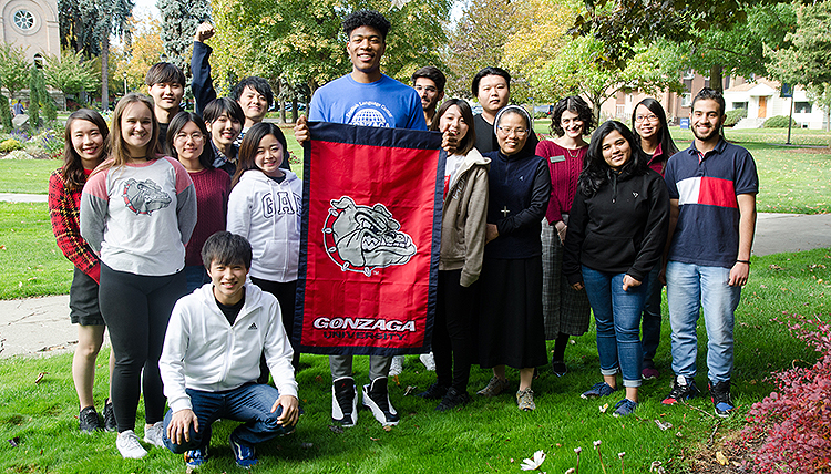 Rui Hachimura with fellow international students learning English.  (Photo courtesy Jose Angel)