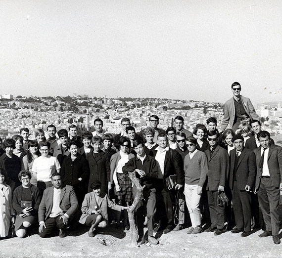 Members of the 1966-67 Gonzaga-in-Florence class. (Photo courtesy of the Nancy Dunne Scrapbook; Gonzaga University Archives.)